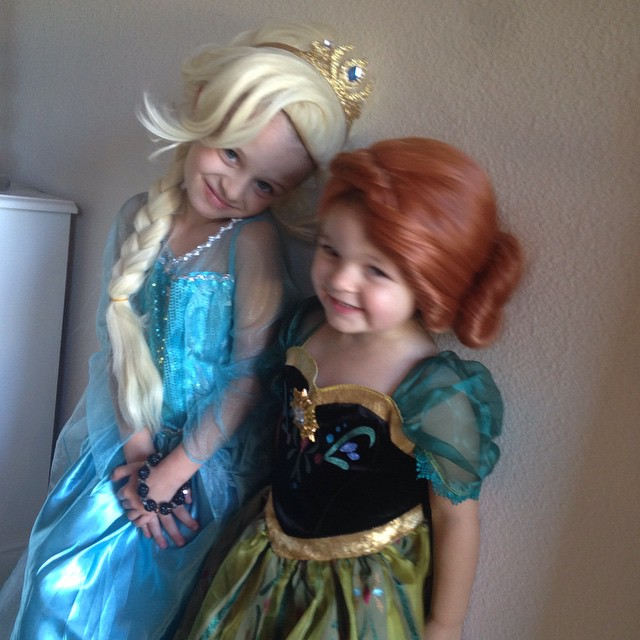 Have y'all heard of this movie called Frozen? ? Sister love! #frozen #happyhalloween ??